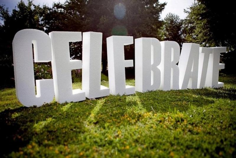 Объемные буквы celebrate