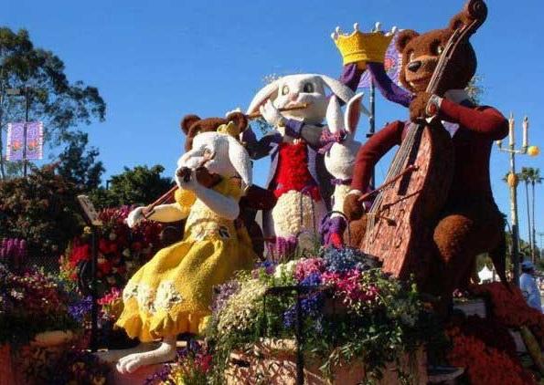 скульптура из животных, сделанная из пенопласта и цветов